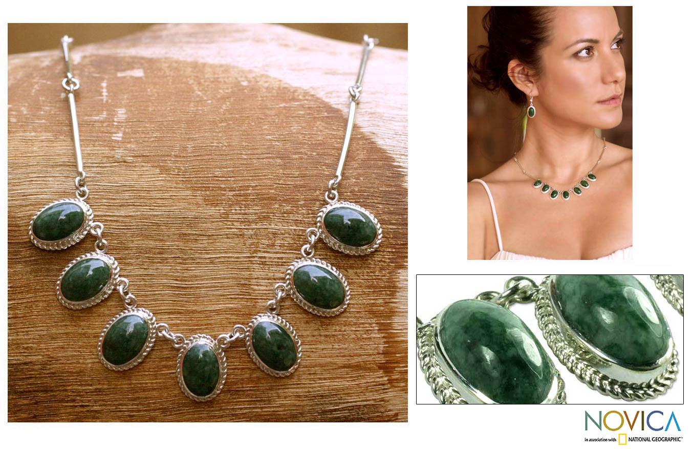 Eternal Love Green Jade Oval Gemstones in Rope Bezels Center this 925 Sterling Silver Classic Womens Collar Necklace (Guatemala)