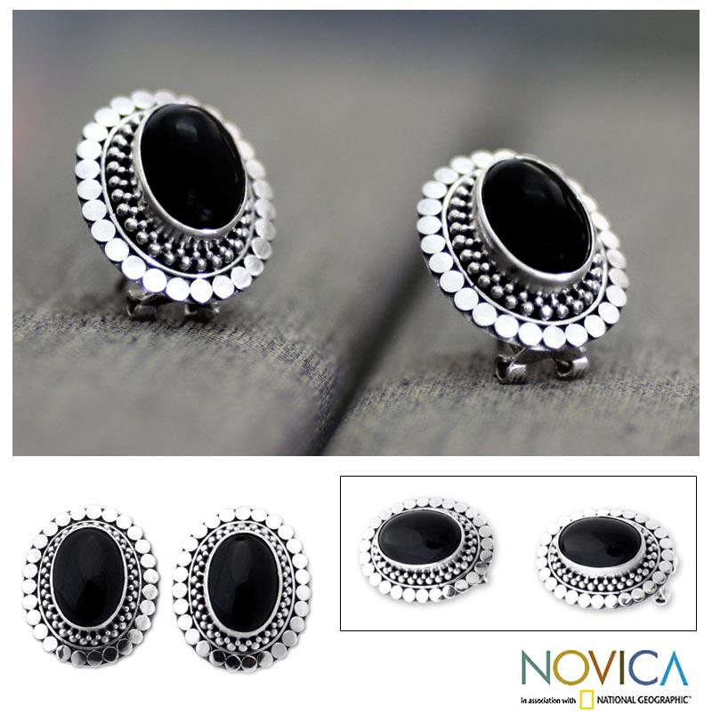 Handmade Sterling Silver 'Island Aura' Onyx Button Earrings(Indonesia)