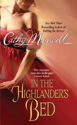 In the Highlander's Bed (Paperback)