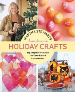 Martha Stewart's Handmade Holiday Crafts: 225 Inspired Projects for Year-Round Celebrations (Hardcover)