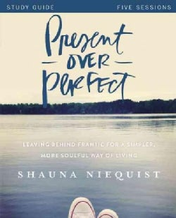 Present over Perfect: Leaving Behind Frantic for a Simpler, More Soulful Way of Living, Five Sessions (Paperback)