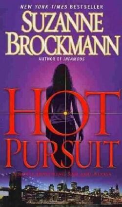 Hot Pursuit: A Novel (Paperback)
