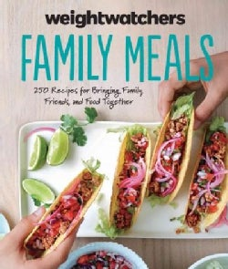 Weight Watchers Family Meals: 250 Recipes for Bringing Family, Friends, and Food Together (Hardcover)