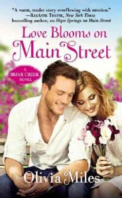 Love Blooms on Main Street (Paperback)