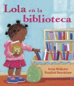 Lola en la biblioteca/ Lola at the Library (Paperback)