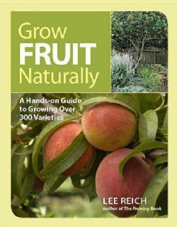 Grow Fruit Naturally: A Hands-On Guide to Luscious, Home-Grown Fruit (Paperback)