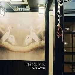 DECORTICA - LOVE HOTEL