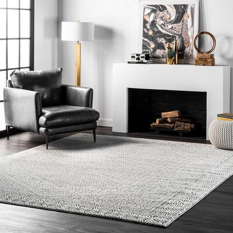 nuLOOM Light Grey Aztec Print Area Rug