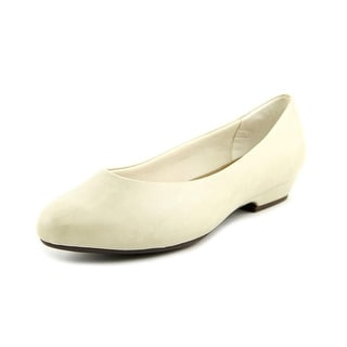 Soft Style by Hush Puppies Angel Lo WW Round Toe Leather Heels