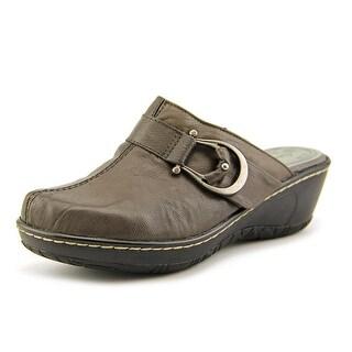 Baretraps Quashed Round Toe Leather Clogs