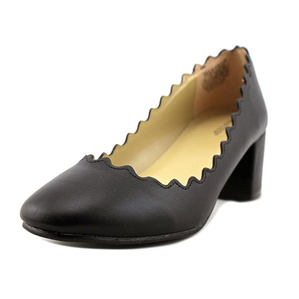Wanted Shoes Womens Mia Closed Toe Classic Pumps