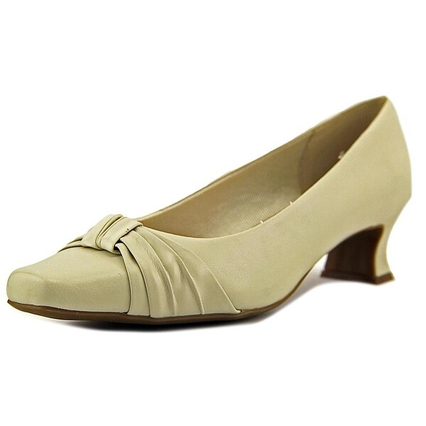 Easy Street Waive Women Bone Pumps