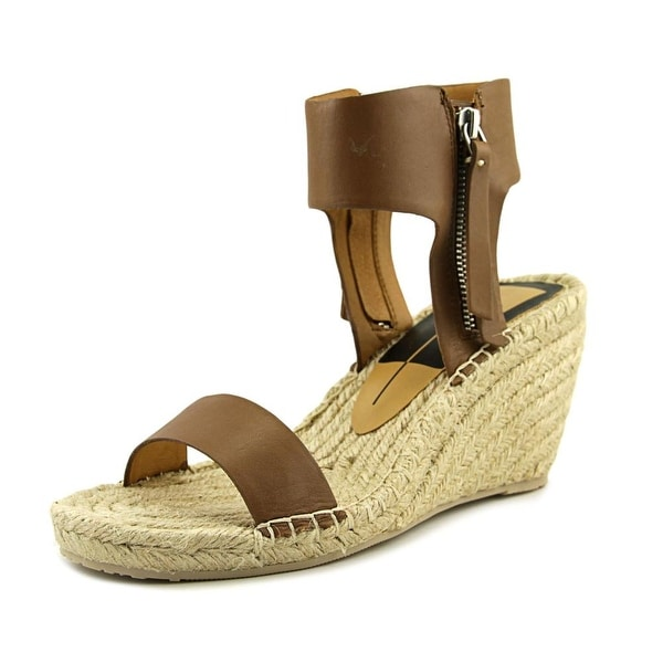 Dolce Vita Gisele Women Caramel Sandals