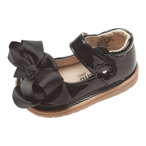 8e6a12b74f01 Shop Mooshu Trainers Baby Girls Black Patent Bow Squeaky Mary Jane Shoes -  Free Shipping On Orders Over  45 - Overstock - 25600599