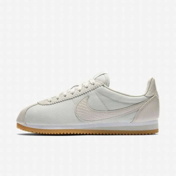 buy popular 91a0b c2d0b Shop Nike Womens Classic Cortez Se Low Top Lace Up Running ...