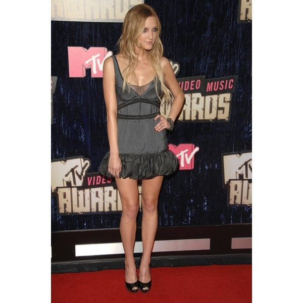 Shop Ashlee Simpson At Arrivals For 2007 Mtv Vma Video Music Awards