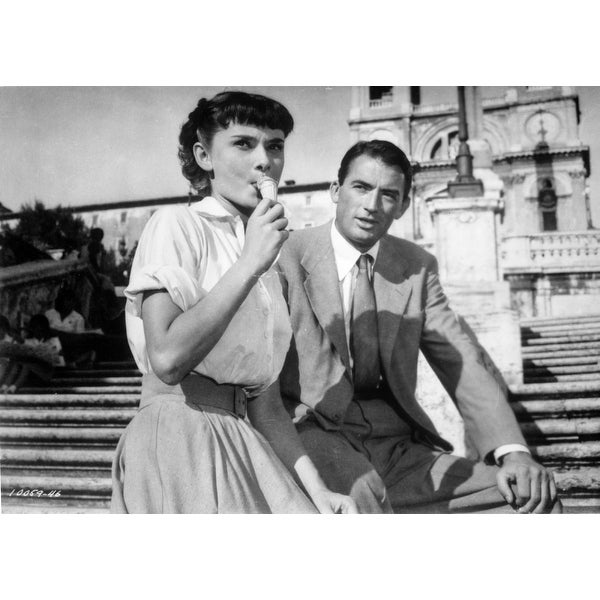 291042d51c Shop Audrey Hepburn and Gregory Peck in Roman Holiday Photo Print - Free  Shipping On Orders Over $45 - Overstock - 25373539