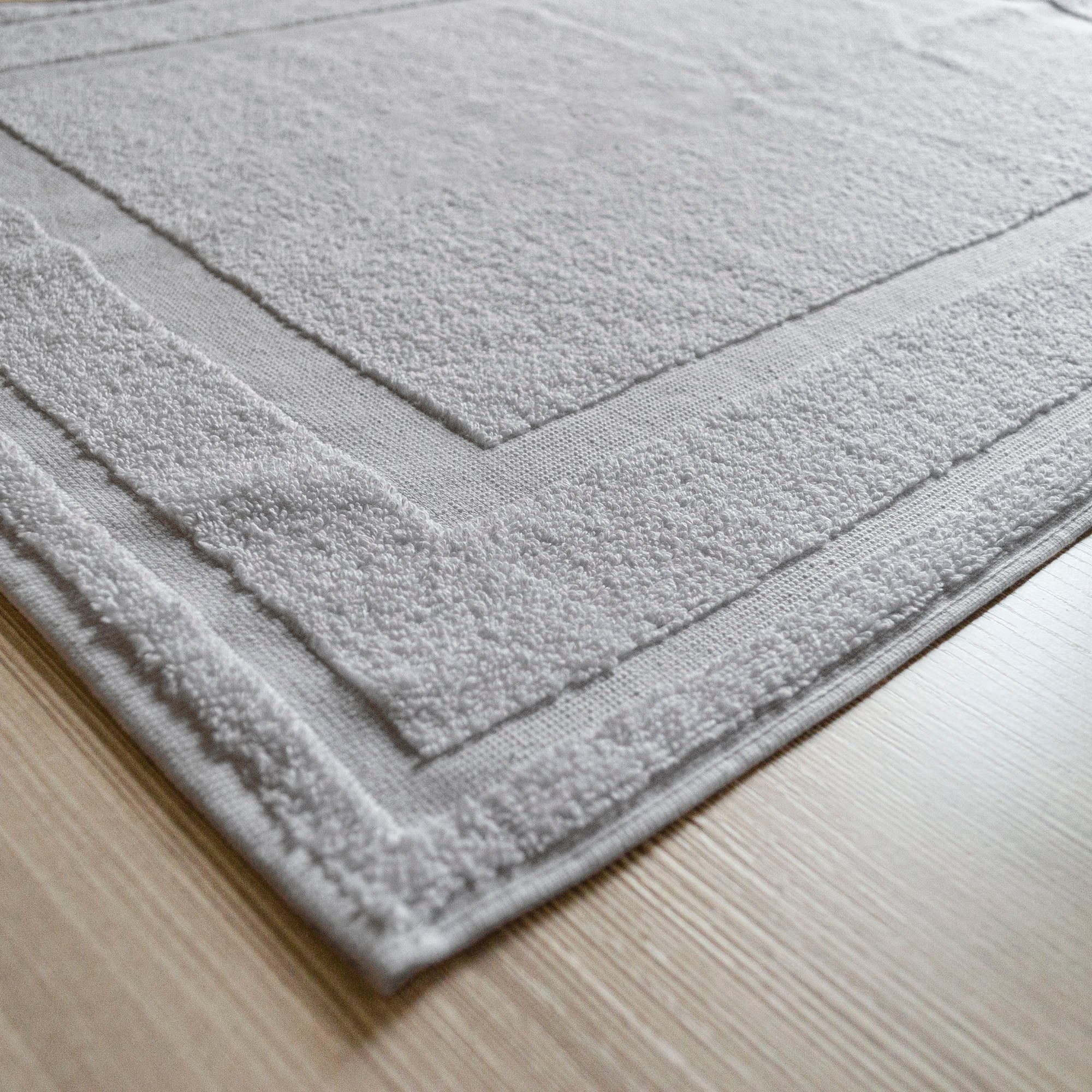 Brielle Home Emery White Terry Bath Mat 20 X 28 Inches On Sale Overstock 29611443