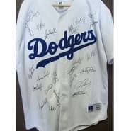Signed Dodgers Los Angeles 2005 Replica Russell Los Angeles Dodgers Jersey size Xl by the 2005 Team