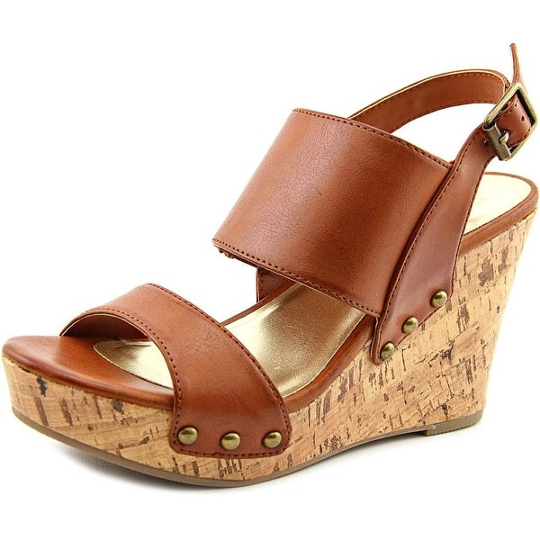 Material Girl Mona Women Cognac Sandals