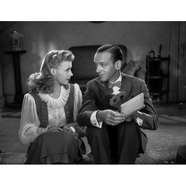 Shop Fred Astaire And Ginger Rogers Talking Intimately From Movie Scene Photo Print Overstock 25379747
