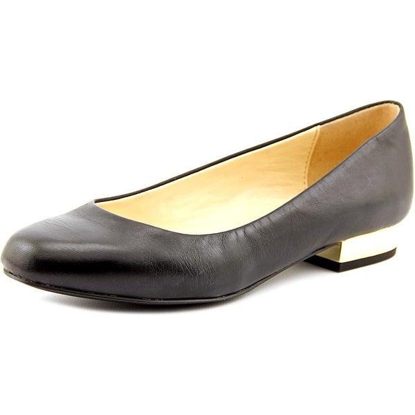 Isaac Mizrahi Janna Women W Round Toe Leather Black Flats