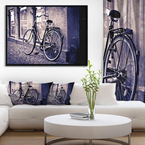 Designart 'Classic Vintage City Bicycle' Landscape Framed Canvas Wall Art