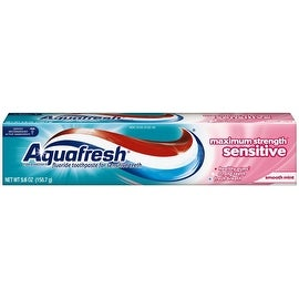 Aquafresh Maximum Strength Sensitive + Gentle Whitening Toothpaste, Smooth Mint 5.6 oz
