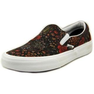 Vans Classic Slip-On Round Toe Leather Skate Shoe