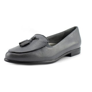 Trotters Leana D Round Toe Leather Loafer