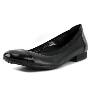 Naturalizer Therese N/S Round Toe Leather Ballet Flats