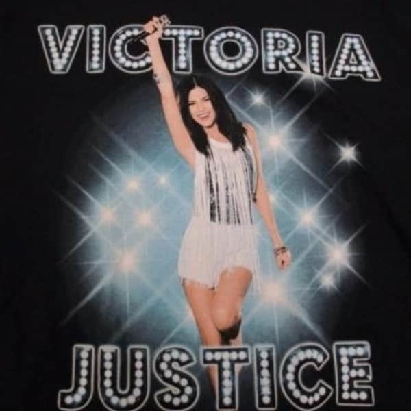NEW Victoria Justice US TOUR 2013 Youth size L Large 14//16 Band T-SHIRT