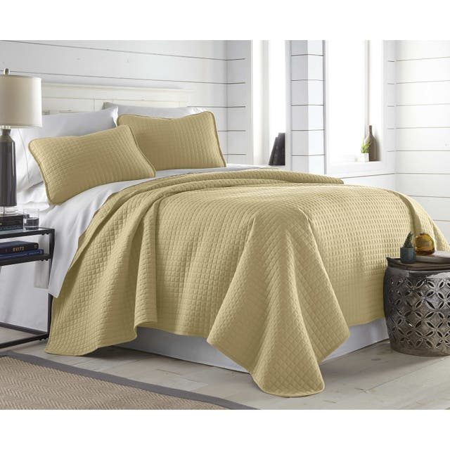 Oversized Solid 3-piece Quilt Set by Southshore Fine Linens - Gold - King - Cal King