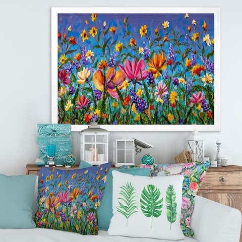 Designart 'Daisies and Wildflowers In Summer Garden Field I' Traditional Framed Art Print