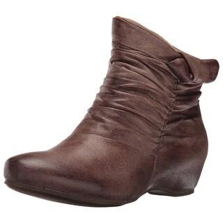 BareTraps Women's BT SAKARI Boot