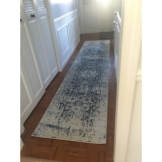 "Safavieh Madison Vintage Snowflake Medallion Cream/ Navy Rug - 2'3"" x 10'"