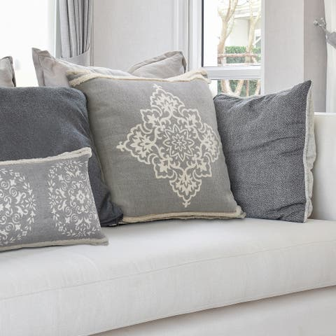 Casual Floral Diamond Medallion Throw Pillow with Tufted Border
