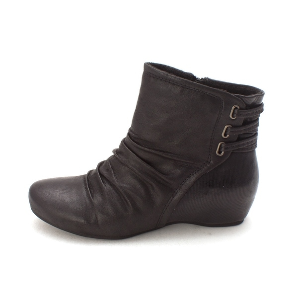 Bare Traps Womens Sesame Closed Toe Ankle Fashion Boots