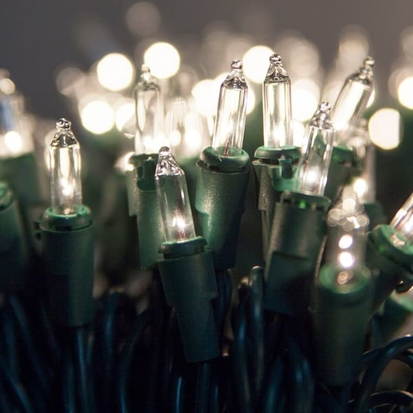 """Wintergreen Lighting 17604 46.7' Long Outdoor Standard 140 Chasing Mini Light Holiday Light Strand with 4"""" Spacing and Green"""