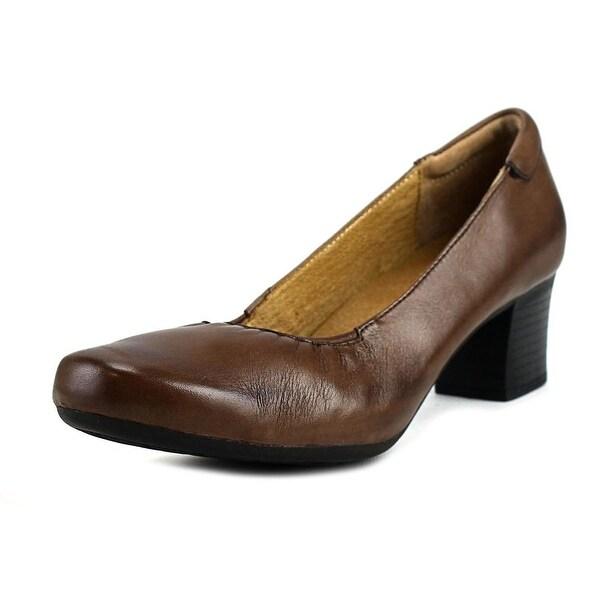 Walksmart Madison Women W Round Toe Leather Brown Heels
