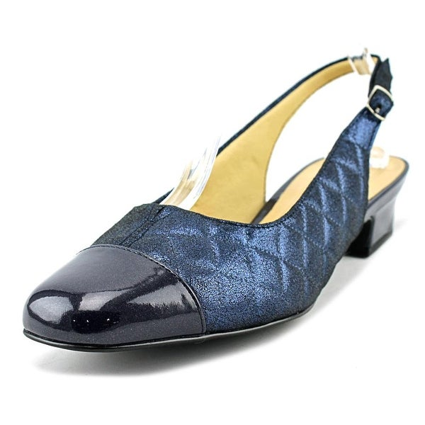 Trotters Dea Women Navy Quilted Pumps