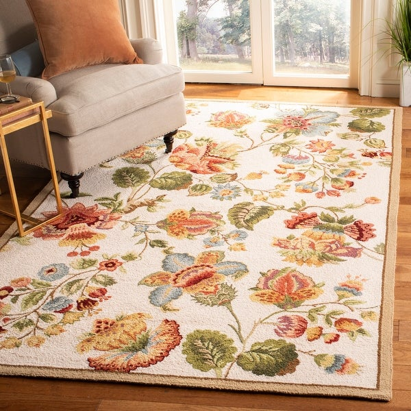 SAFAVIEH Hand-Hooked Chelsea Nataly Country Cottage Floral Wool Rug. Opens flyout.