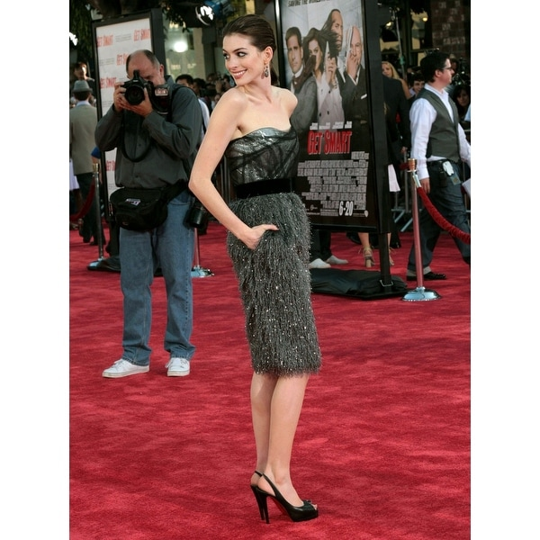 Anne Hathaway Ziegfeld Theatre: Shop Anne Hathaway At Arrivals For Get Smart Premiere Mann