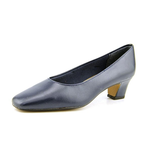 Life Stride Jade Navy Pumps