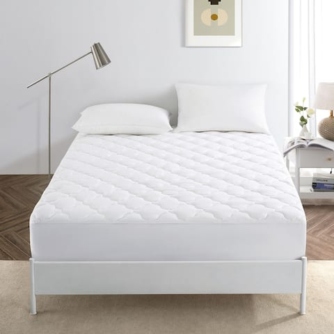 White FourLeaf Clover Quilted Mattress Pad