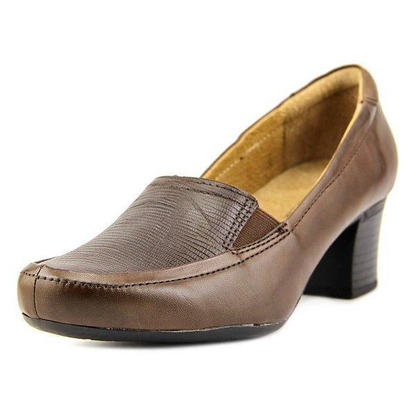 Walksmart Olivia Women W Round Toe Leather Brown Heels