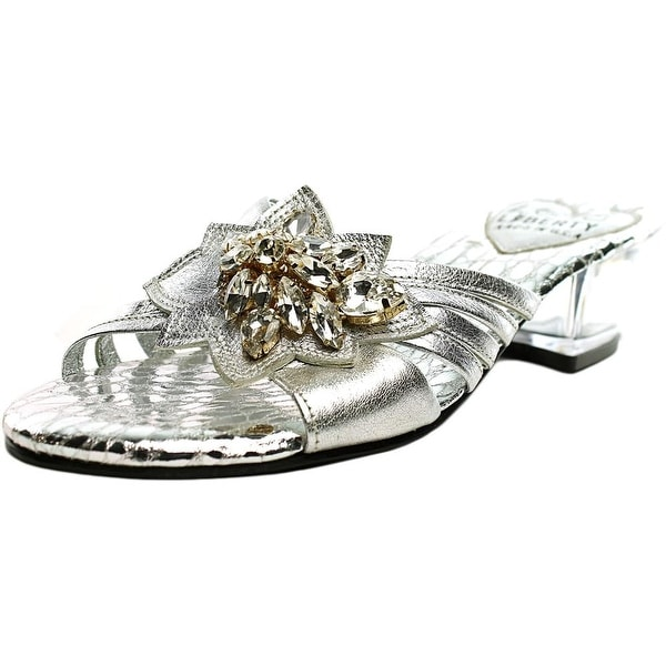 Love and Liberty Chloe Women Silver Pumps