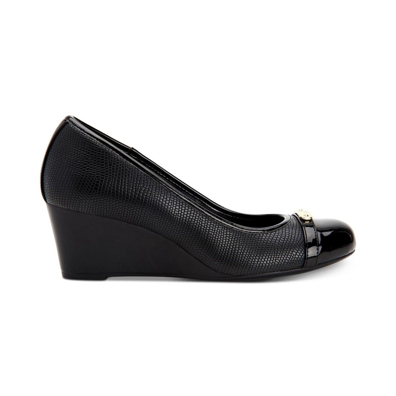 Giani Bernini Women/'s Shoes Tahoee Cap Toe Wedge Pumps
