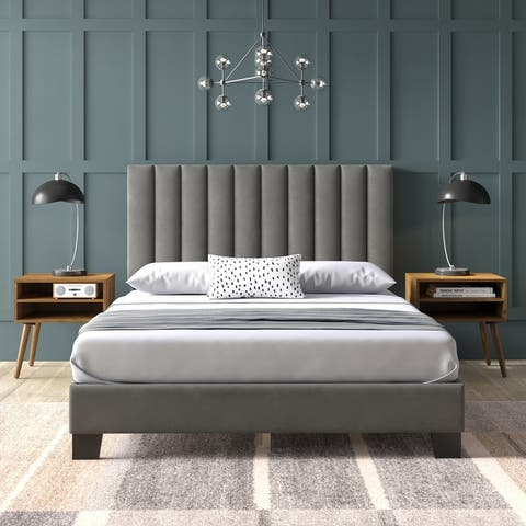 Picket House Furnishings Colbie Upholstered Queen Platform Bed With Nightstands in Grey