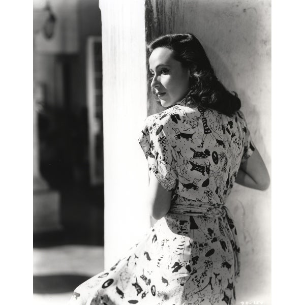 ad2701b69 Shop Dolores Del Rio Posed sitting in Printed Dress Photo Print - Free  Shipping On Orders Over  45 - Overstock - 25389406